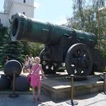 В Кремле у Царь-пушки